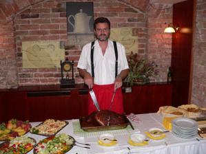 K večeři byla kýta, naprosto výborná, stejně jako i ostatní jídlo a příjemná obsluha