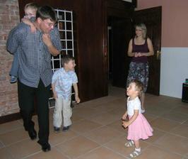 takto tancovali nejmladší ještě asi ve 21h