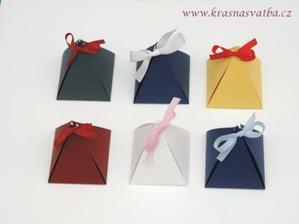 mini krabičky na dárečky pro hosty 7,-kč / ks. bílé s růžovou mašličkou jsou doma