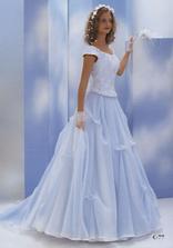 úplně první šaty, které mě zaujaly... dlouho předtím, než jsme začali plánovat svatbu. Hlavně jsou do modra ;-) Víc nařasenou sukni bych už nechtěla...