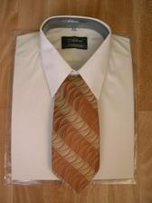košeľa s kravatou po polnoci