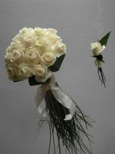 svadobná kytica, namiesto bielej stuhy červená