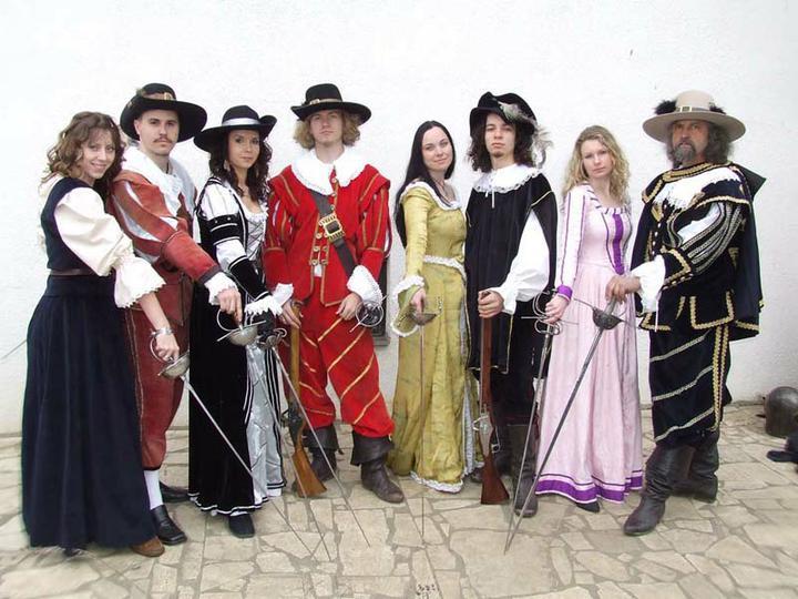 Môj program - pred polnocou vystúpenie mojej milovanej skupiny historického šermu Páni Spiša zo Spišského hradu. Zašermujú a urobia fireshow:)