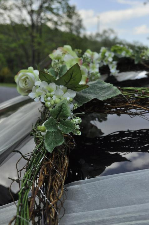 Michaela{{_AND_}}Ondrej - svadobná výzdoba na autíčku