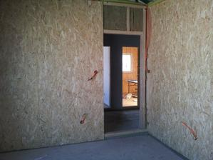 Pohľad z detske izby na chodbu a do hosťovskej