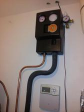 Solár napojený na boiler, no pre nepriazeň počasia kolektory musia počkať na zemi
