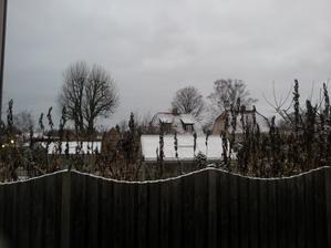 Včera chodil Ježiško a dnes nám už aj nadelil sneh. Nebude predsa chodiť autom