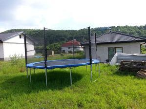v susednej dedine sa stavia dom budeme mať suseda super
