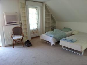 A toto je dom kde momentálne žijem akurát sa dokončila rekonštrukcia ešte musím upratať po maliaroch