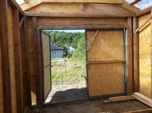 Vnútorné steny ešte budem obkladať buď sadrošom alebo drevom