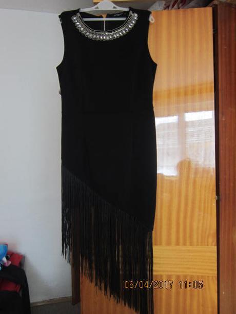 Užasné strapcove  šaty - Obrázok č. 1