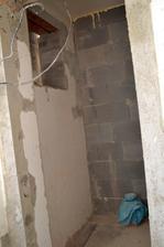 priečka a okná nanovo vyburané wc prizemie
