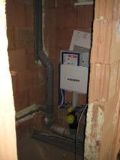 27.5.2012 - spodní WC - odpady, voda, geberit vše hotové jupíííííí