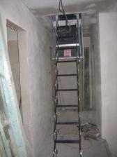 leden 2013 - Půdní schody usazeny