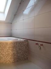 31.3.2013 - Obkládání horní koupelny pomalu finišuje :-)
