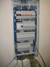 31.3.2013 - A pracuje se také na zapojení elektriky... to je ale kabelůůůůůů