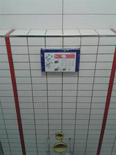 3.6.2013 - začínáme obkládat spodní WC (Rako fashion v bílé a šedé kombinaci s červenou listelou)