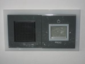 17.9.2013 - radio v kuchyni, nezbytnost při ranním chystání se do práce, školy....