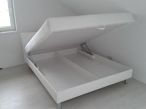 17.9.2013 - dnes došla. Nová postel do dcery pokoje s úložným prostorem, koženkové čelo a boky. Téměř nadlidský úkon sehnat koženkovou postel s úložným prostorem, ale současně na nožičkách vyšších než 8 cm. Nakonec se podařilo! Máme radost.... :-)