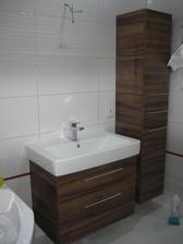 22.10.2013 - koupelnový nábytek na svém místě. Zrcadlo již také koupené jen ještě vybírám světlo nad zrcadlo, pak se hezky osadí najednou :-)