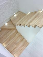 23.11.2013 - schody hotové (dekor jasan)