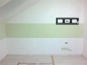 23.11.2013 - dnes nalepená tapetka v dětském pokoji, pod ní bude rohový psací stůl a TV skříňka