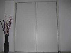 03/2014 - šatna již s dveřmi... zatím bez potisku, časem na nich bude nějaký pěkný dekor jako na dceřiných... jen co vyberu správný obrázek :-)