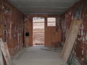 Pohled z garáže na zahradu - 4/2011