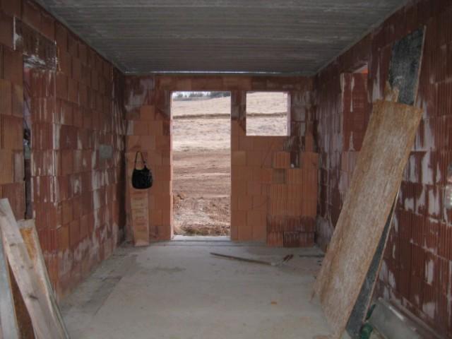 Milenium 229 - Pohled z garáže na zahradu - 4/2011