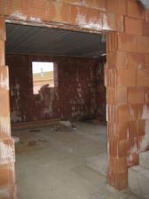 Pohled z chodby do kuchyňo-obývačky :-) 4/2011