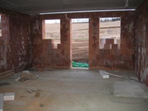 Pohled z kuchyně na budoucí obývák - 4/2011