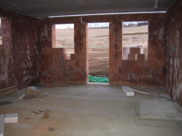 Milenium 229 - Pohled z kuchyně na budoucí obývák - 4/2011