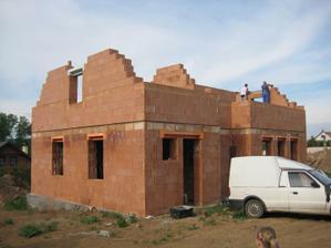 Roste to rychle, střecha bude co nevidět hurááá :-) 20.5.2011