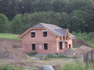 Střecha je na světě :-) - 7.6.2011