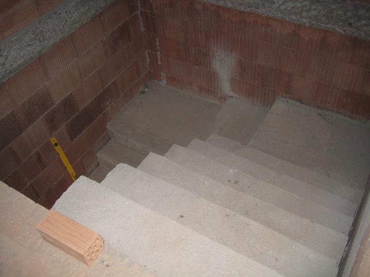 Milenium 229 - Schody téměř hotové, ještě budou malé dodělávky ve tvaru dvou schodů u podesty - 2.7.2011