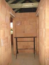Pohled z chodby na vstupy do dětských pokojů - 2.7.2011