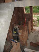 Rýsuje se spodní WC, technická místnost a kumbál (špajz) pod schodištěm - 2.7.2011