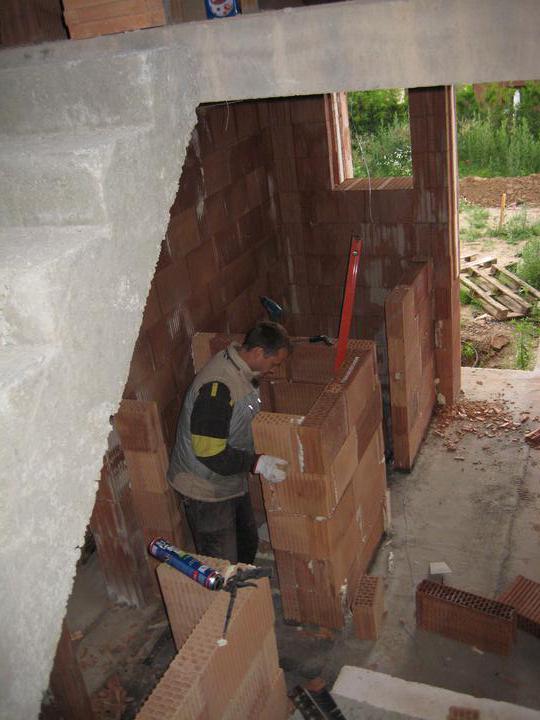 Milenium 229 - Rýsuje se spodní WC, technická místnost a kumbál (špajz) pod schodištěm - 2.7.2011