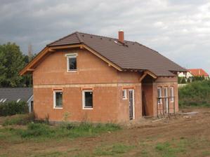 Okna a už také i komín hotov - 22.9.2011