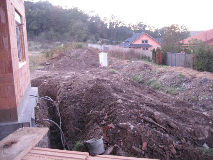Milenium 229 - Před stavbou pustina :-( Ještě spousta práce - sítě, plot, příjezdová komunikace.... 24.10.2011
