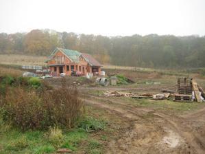 A rýsují se nám už i první sousedi v bloku nad námi - jupíííí - 29.10.2011