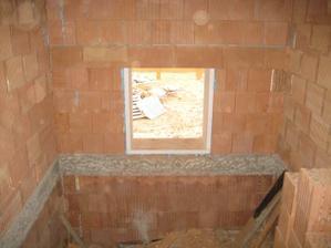 Vybourané okno na schodišti - 29.10.2011