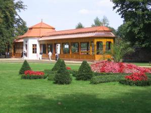 kuželna v parku zámku Kunín