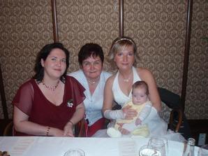 a maminkou, sestrou a Vojtíškem
