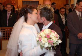 prvy novomanzelsky-ten pravy...ludia sa smiali ked povedali ze moze pobozkat prvykrat manzelku...uz to bolo druhykrat