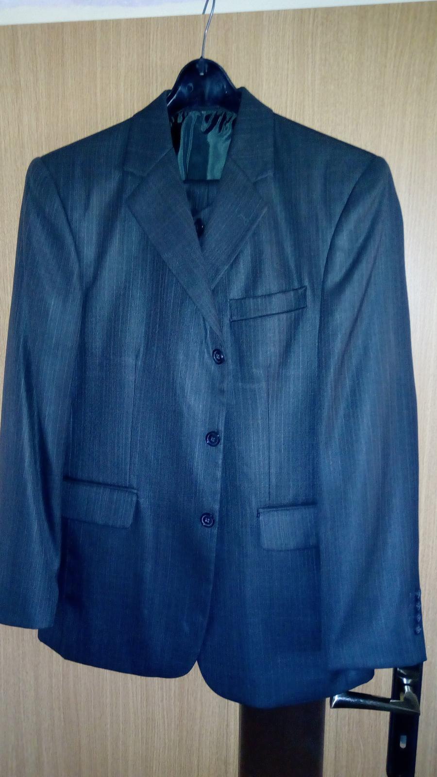 Sivý svadobný oblek s vestou - Obrázok č. 1