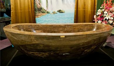 Vana Le Grand Queen je vyrobena z jednoho kusu vzácného drahého kamene, kterému se připisují silné léčivé účinky. Prodána za 33 miliónů