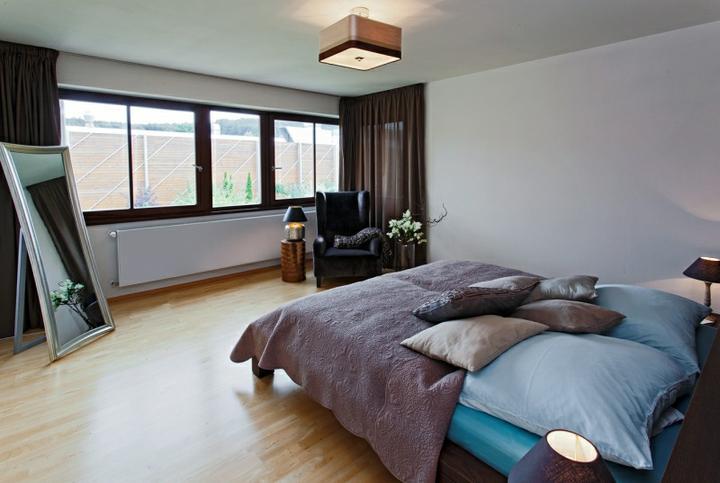 Ložnice - Líbí se mi celkový dojem......vzdušné. Nějaký pěkný obrázek na stěnu a cítila bych se tam dobře.
