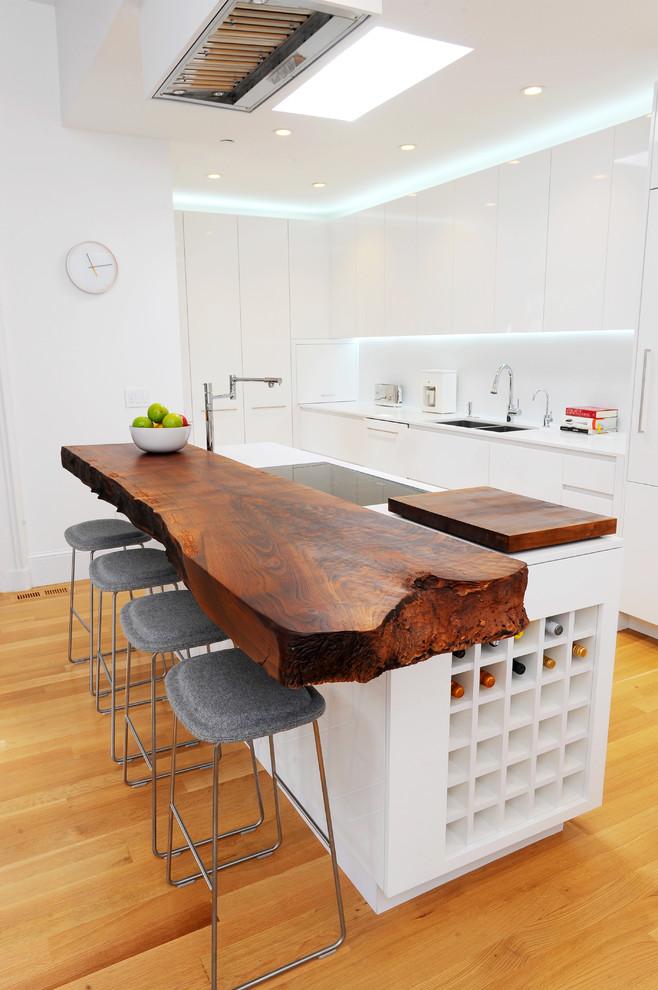 Kuchyň a jídelna - Jedna fotečka pro zdejší milovnice dřeva.