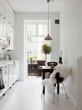 Okno k zemi v kuchyni prostě chci.